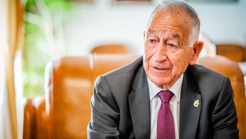 Gabriel Amat durante una intervención.