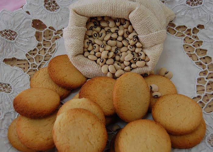 Os biscoitos feitos à base de feijão-caupi têm uma boa textura e coloração atraente. - Foto: Magda Cruciol