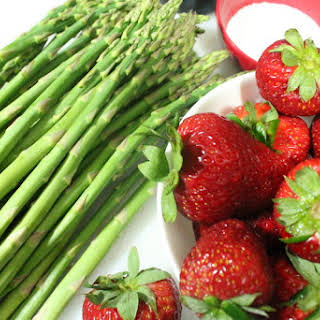 Grilled Asparagus and Strawberry Salad.