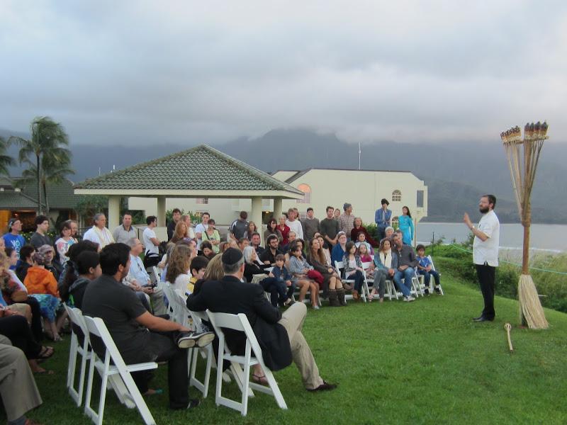 Photo: Over 100 Jews gathered on Kauai's North Shore