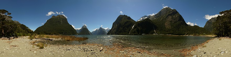 Photo: New Zealand, Southland, Fiordland National Park, Milford Sound