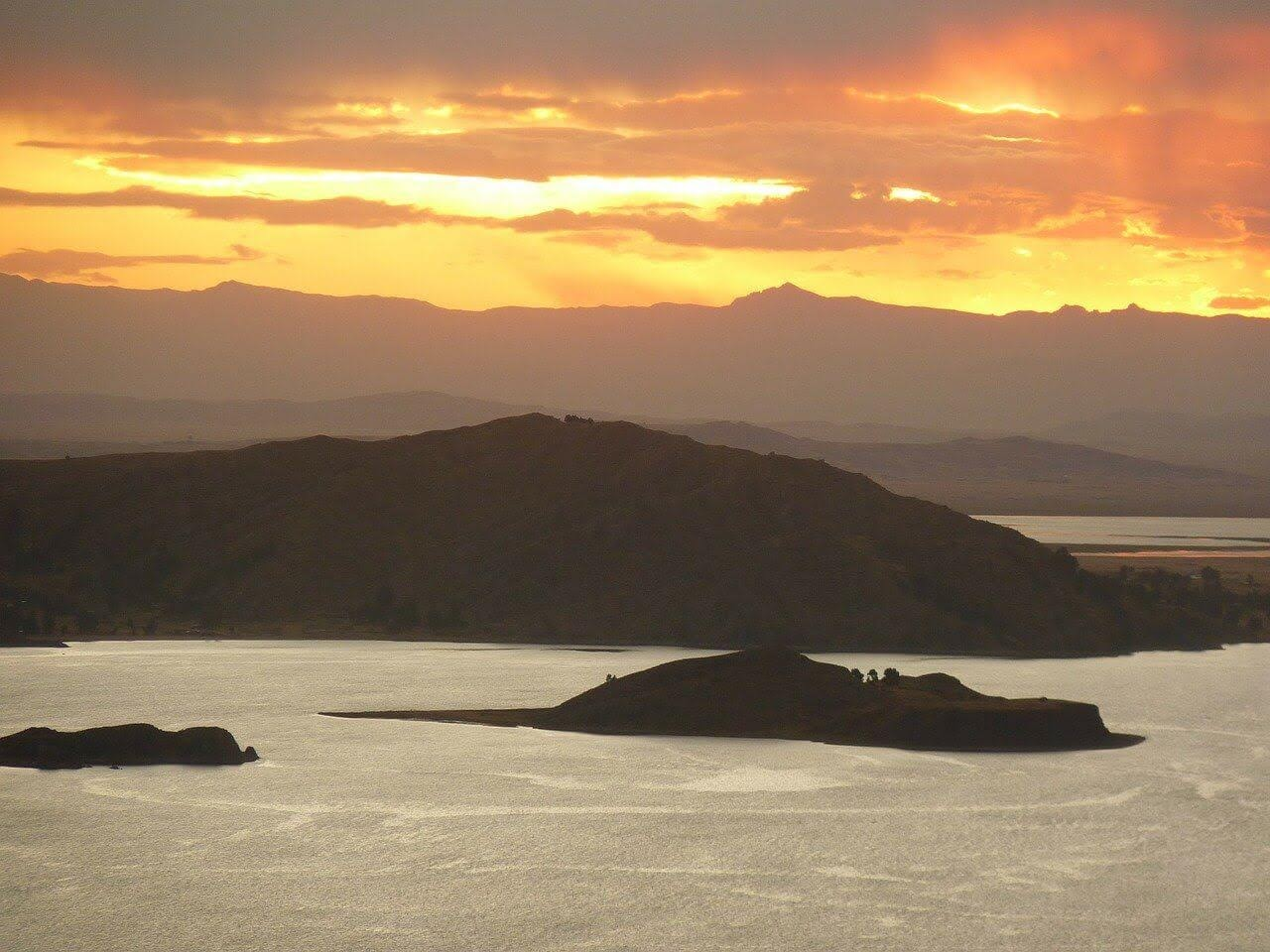 titicaca sunset in pery.jpg