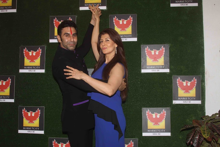 Sangeeta Bijlani dancing with Sandip Soparrkar