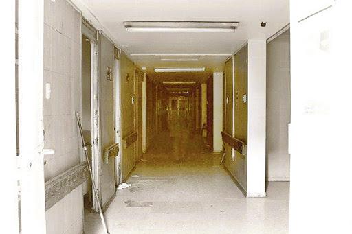 Fantasma deambulando en pasillo del Hospital del Salvador