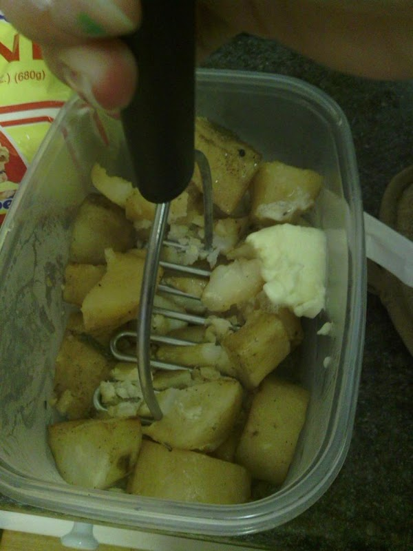 Mash the potatoes with butter and serve with gravy.