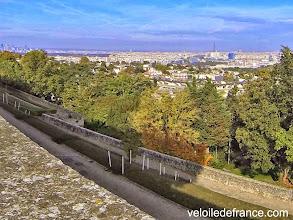 Photo: Vue sur Paris depuis le Parc de l'Observatoire de Meudon - e-guide balade à vélo de Meudon au Château de Versailles par veloiledefrance.com