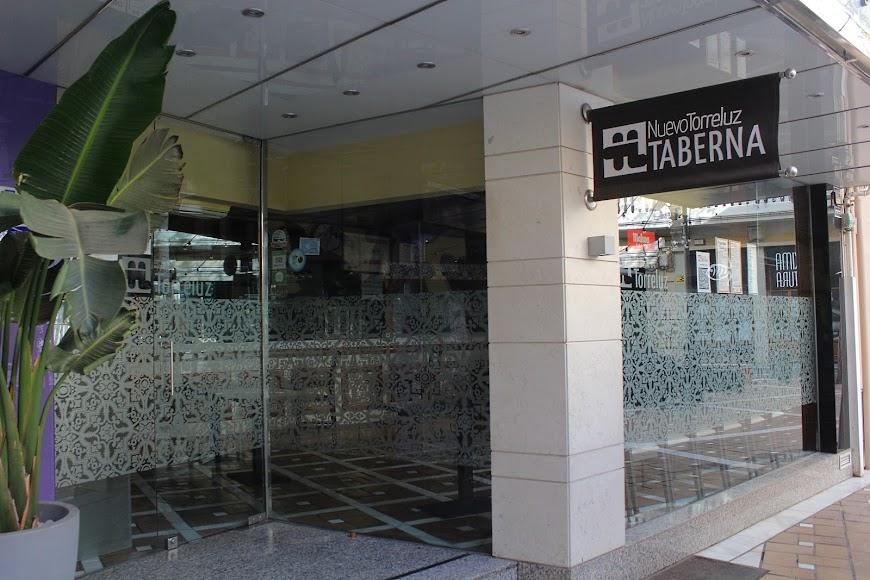 Taberna Nuevo Hotel Torreluz, abierta su terraza.