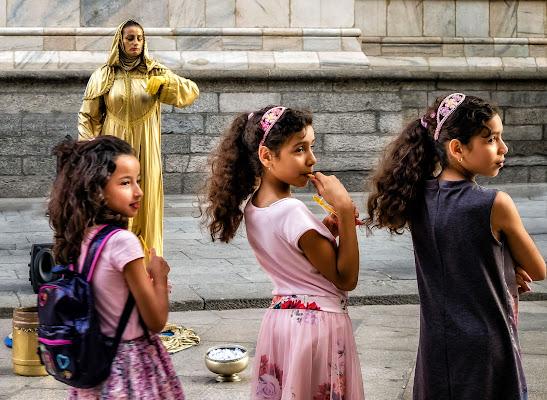 Curiosità è donna di Sergio Locatelli