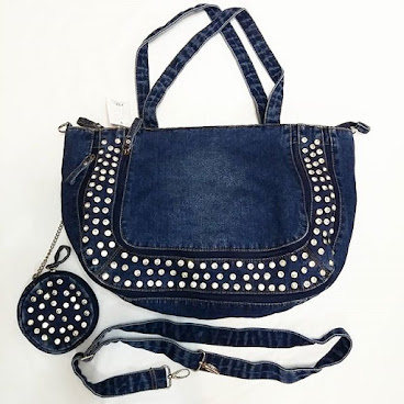 Item No. H002-420-360 Denim Handbag with imitated diamond/glass.  appx. 48cm × 30cm. Denim trip. 24cm height  strips height.  Base width 14cm. Dettachable small bag and Iong strip proivided. 編號 : H002-420-360 洗水牛仔布仿鑽石(玻璃)手袋.  約48厘米 x 30厘米. 洗水牛仔布手帶, 高度約24厘米.  底濶14厘米。附送可拆除式小手袋及長帶  #手袋。#袋  #袋子。#手抽袋。#手袋仔。#衣服。 #韓。 #時裝。  #時尚。 #時尚精品。 #熱。 #熱賣。 #歐美。 #bag。#bags。#handbag #handbags。#slingbag hk。#hkgirl。 #hkonlineshop。 #hkig。 #晚裝。 #東大門。 #instafashion.  #fashion.  #fashionista.  #fashiondaily.  #fashionlover