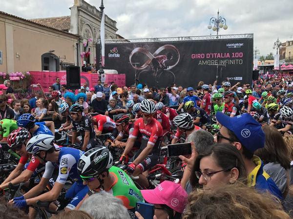 partenza Giro da paizza Don Diego Pedara