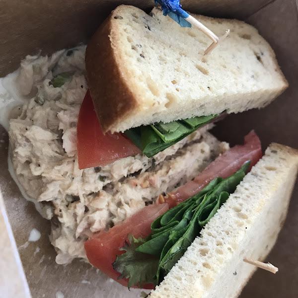 Gf tuna sandwich to go