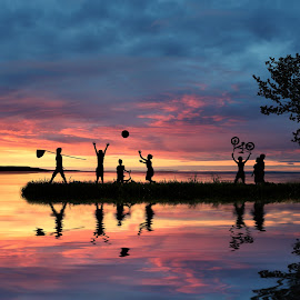 Playing in the lake by Sơn Hải - Digital Art People ( sunset, children, lake, vietnam, people )