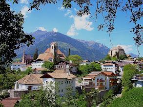 Photo: Schenna b. Meran (600 m) mit Pfarrkirche und Schloss