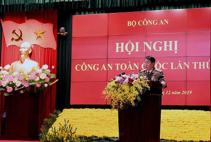 Thượng tướng Bùi Văn Nam, Ủy viên Trung ương Đảng, Thứ trưởng Bộ Công an báo cáo kết quả tình hình công tác công an và kết quả 30 năm thực hiện Cương lĩnh xây dựng đất nước theo chức năng, nhiệm vụ của lực lượng CAND.
