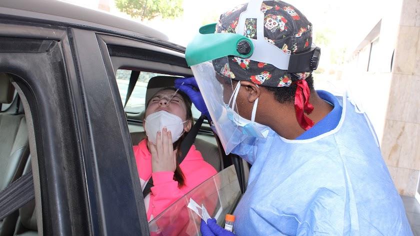 Test de antígenos en el autocovid de la Bola Azul.