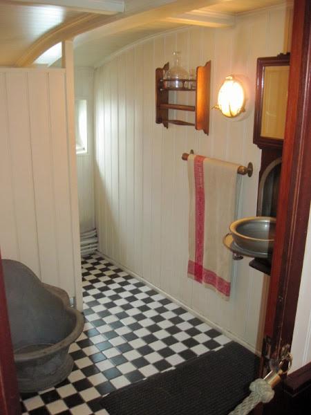 Photo: Komfortables Badezimmer auf der Rickmer Rickmers - aber nur für die Offiziere.