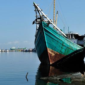 PAOTERE BOAT by Ian Reducer - Transportation Boats