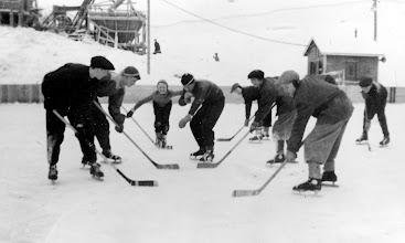 Photo: Pikkupoikien peliä Nisulan montussa 1953