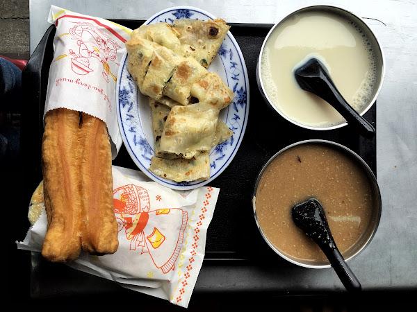 台北劍潭 | 基河豆漿店 / 老張炭烤燒餅澱粉控的厚餅油條!