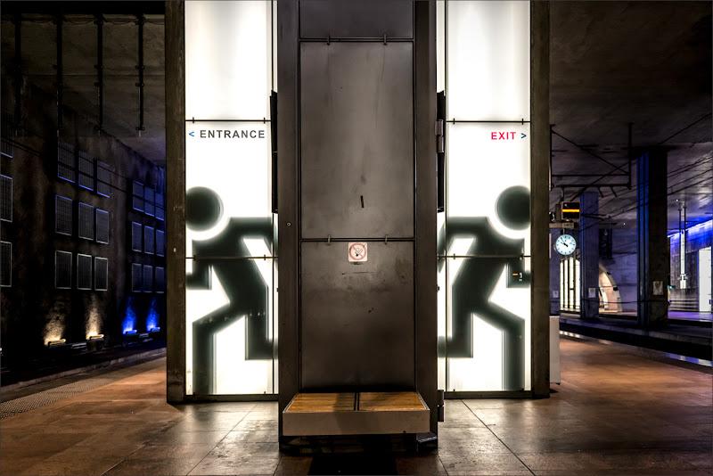 Entrance-Exit di alberto raffaeli