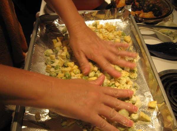 Place aluminum foil, shiny side up, in a sheet pan.  Spray with Pam...
