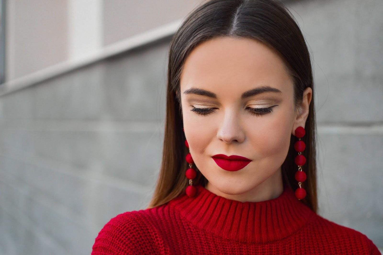 donna-rossetto-rosso-orecchini-rossi