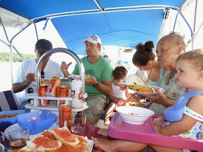 Photo: Familia de Rogerio a bordo