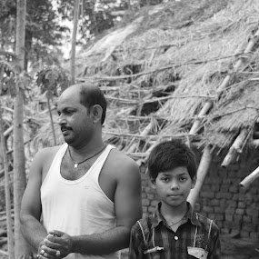 stare by Ravi Shankar - People Portraits of Men ( look, village, kid with father, stare, kid )