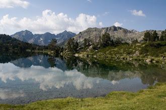 Photo: Néouvielle : estany d'Aumar amb els pics Bugadet i Méchant