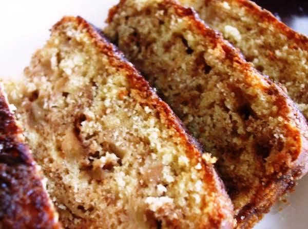 Apple Cinnamon Nut Cake