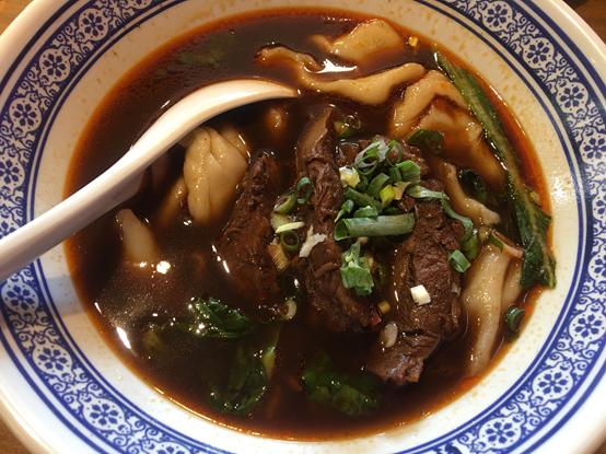 段純貞牛肉麵 中藥熬製湯頭值得一試