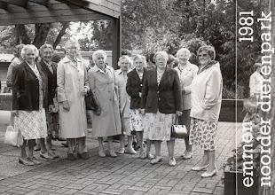 Photo: Uitje bejaardengymnastiek 1981 v.l.n.r. H. Hovenkamp-Mulder, G. Poelman-Heeres, A. Kamping-Klok, F. Enting-Onrust, B. Speulman-Hovius, J. Stokker-Wever, J. Vedder-Oosting, H. Poelman-Geerling en M. Hilberts-Boelens.