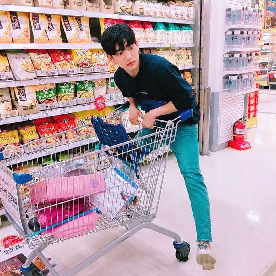 jinyoungboyfriend_6b