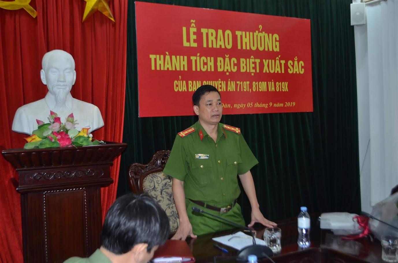 Đại tá Nguyễn Mạnh Hùng, Phó giám đốc Công an tỉnh phát biểu tại lễ trao thưởng