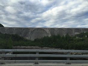 Photo: Zapora wodna, do obslugi ktorej wybudowano droge przez Lablador.