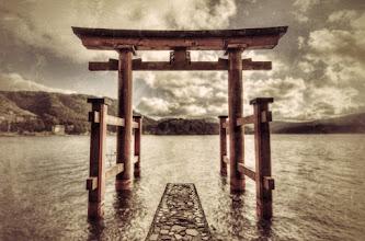 Photo: A torii gate at the edge of Lake Ashinoko in Hakone, Japan