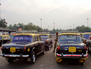 Photo: Taxi parking from another angle, in front of the old Mumbai International Airport terminal in around 2007. Now the parking has become so sophisticated that this photo might give you an impression of 20 or more years old.  10th October updated (日本語はこちら) - http://jp.asksiddhi.in/daily_detail.php?id=667