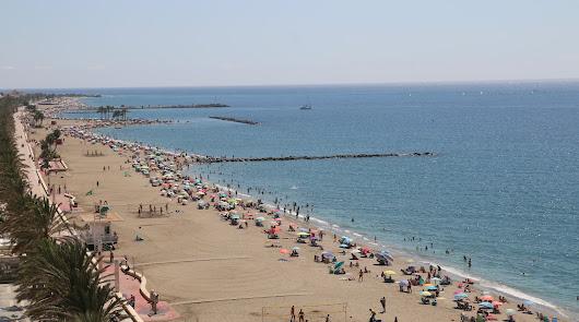 El verano sigue en las playas de Almería y se espera más calor todavía