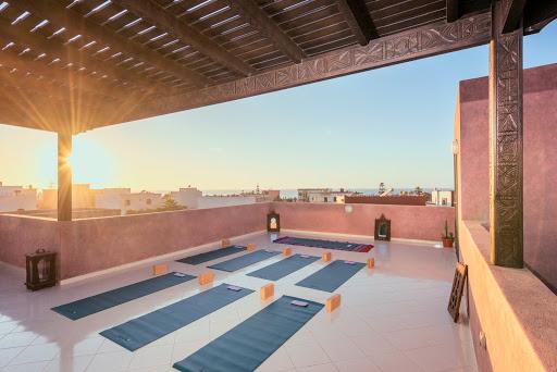Le studio de yoga en plein air tout équipé