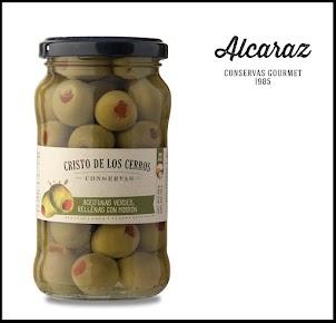 Aceitunas verdes descarozadas rellenas con pimiento morrón. Envasadas en aceite de girasol