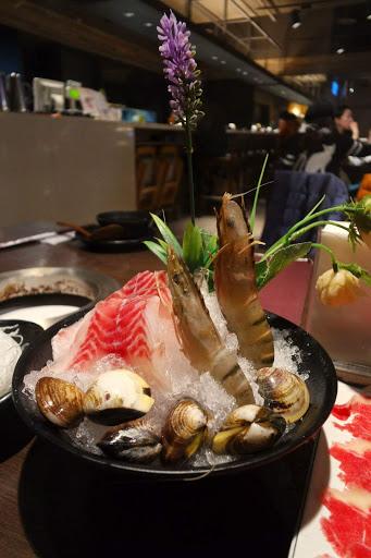 還沒到check in時間,帶著行李來到京座,隨便找餐廳坐下,環境滿好的,看著餐點份量覺得還好,結果我們吃不完,服務不錯,最後還有甜湯。