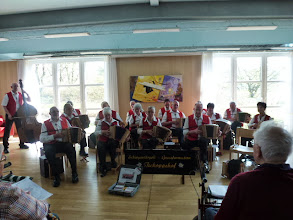 Photo: Zum Abschluss spielten wir das Baselbieterlied,viele der Anwesenden sangen kräftig mit.