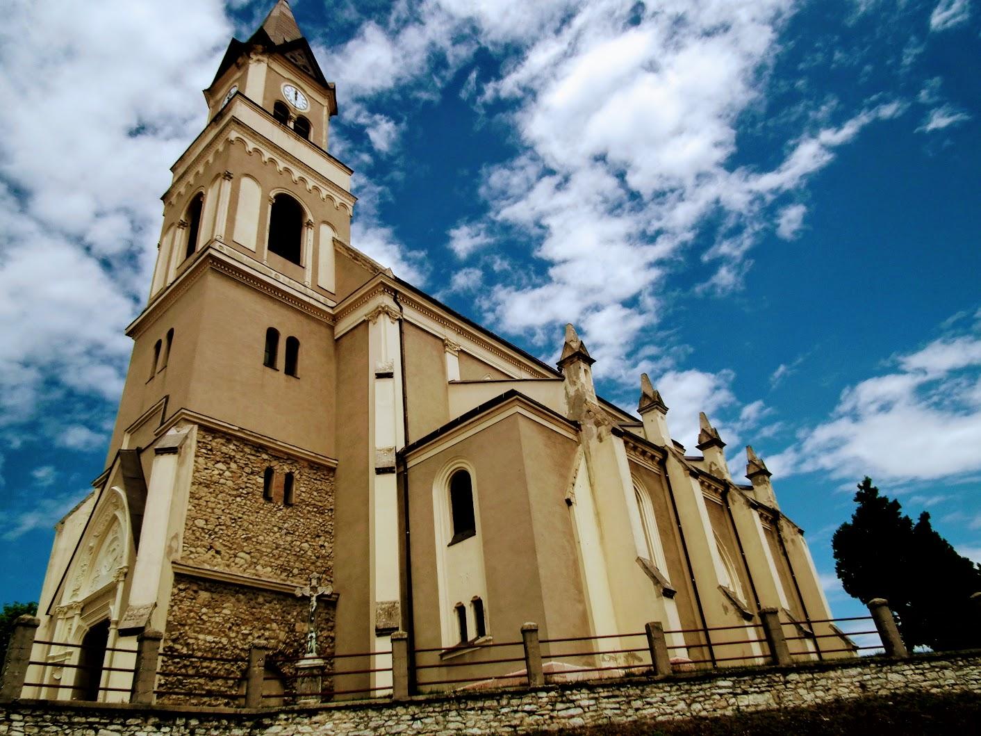 Mór - Szent Kereszt rk. templom