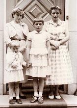 Photo: Luchientje, Hennie, Lammie en Annie Hilberts 1958
