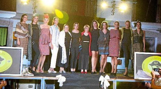 Bacares acoge un desfile de moda confeccionada  en sus telares