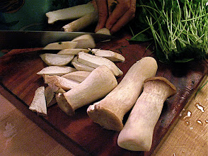 Photo: slicing eryngii mushrooms