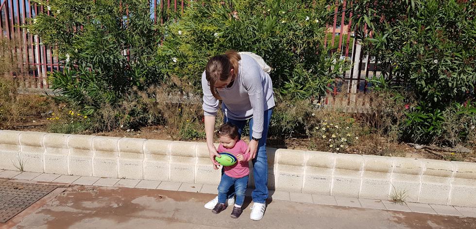 Ester con María, que tiene solo 1 año.