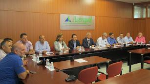 Una reunión de los integrantes de la Mesa del Agua de Almería