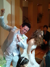 Photo: 突然、変なポーズをする、新郎さん。