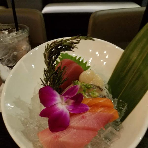 Sashimi chef's choice. Amazing!!